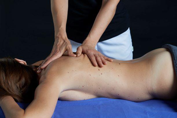 Sobrecarga en el músculo Trapecio. ¿Cómo tratarla con Quiromasaje?